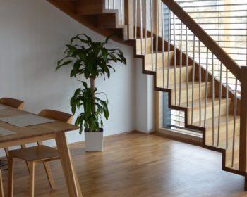 Aj malý dom si môže dovoliť tie najkrajšie schody