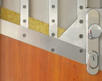 Kvalitné bezpečnostné dvere ochránia to najcennejšie – váš domov. Nepodceňujte ich výber!