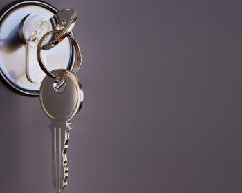 Neodborným zásahom do zamknutých dverí ich poškodíte, vždy volajte odborníkov!