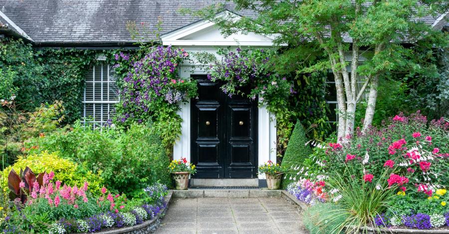 Tipy na skrášlenie terasy a okrasnej záhrady