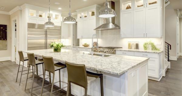 To pravé osvetlenie do vašej obývačky: Lustre alebo stropné svietidlá?