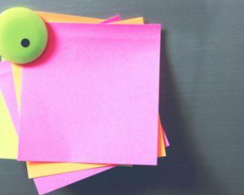 Zaujmite netradičnou stenou: Pomôže magnetická farba, fólia i tapeta